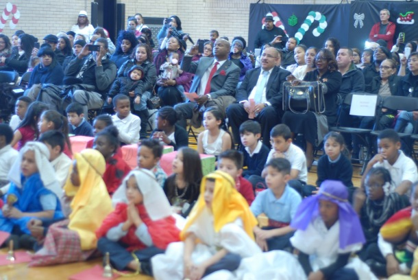 washington-dual-language-academy_audience-members-enjoy-student-performances